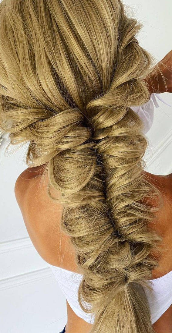 Cute braided hairstyles to rock this season : Loose, messy & textured braid
