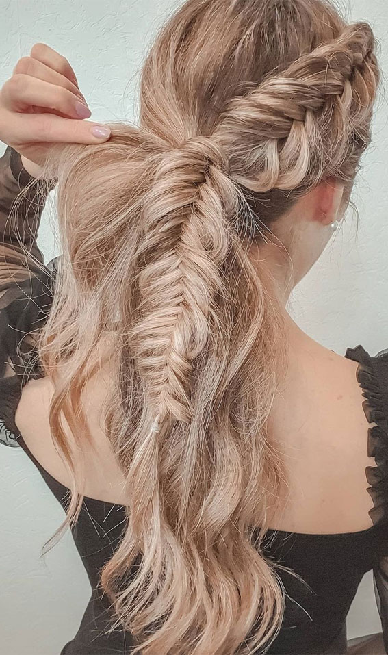 Cute braided hairstyles to rock this season : Fishtail braided ponytail with braid details