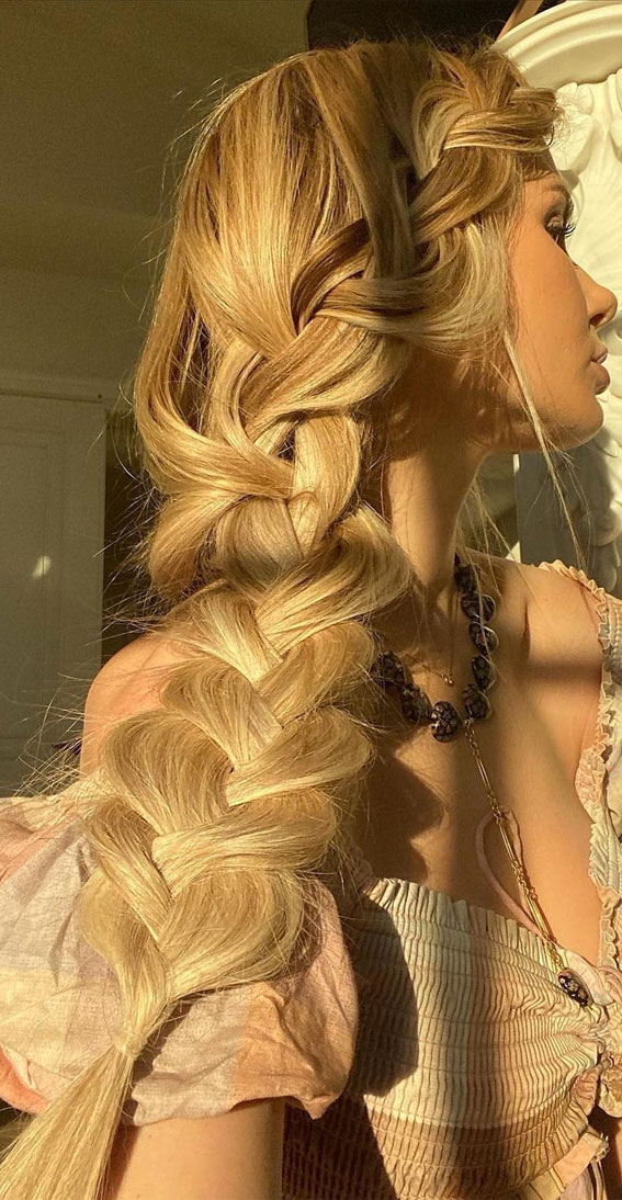 Cute braided hairstyles to rock this season : Chunky Side Braid
