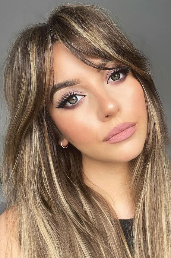 Trendy Hairstyles & Haircuts with Bangs – Brunette with blonde highlights & bangs