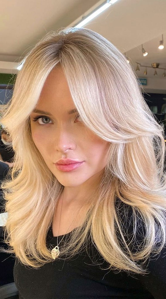 Trendy Hairstyles & Haircuts with Bangs – Vintage vibe on butter blonde