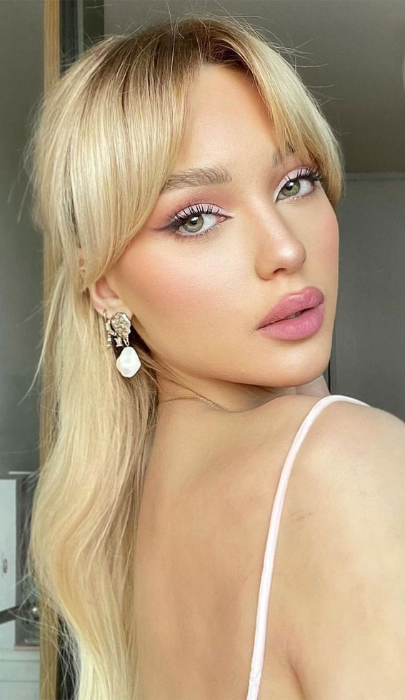 Trendy Hairstyles & Haircuts with Bangs – Dark blonde shadow roots with bangs