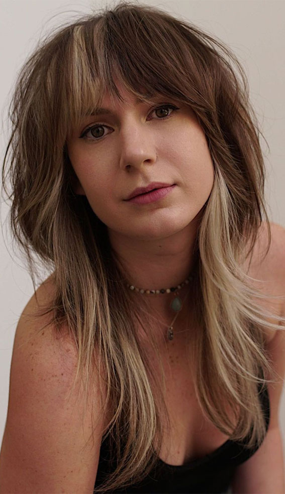 Trendy Hairstyles & Haircuts with Bangs – Two Tone Shaggy Cut with curtain bangs