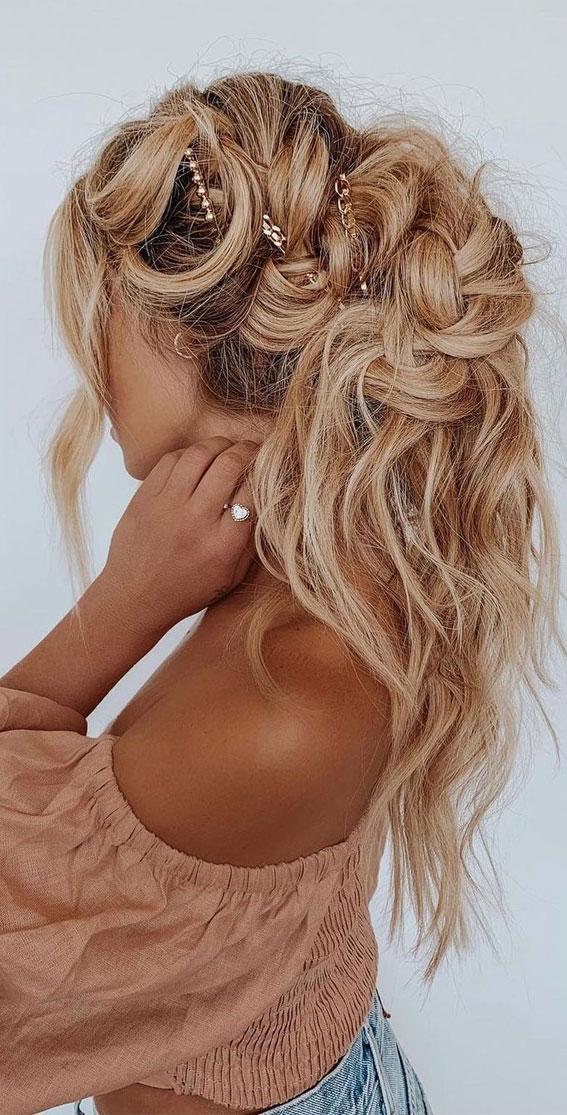 Cute braided hairstyles to rock this season : Undone beach waves