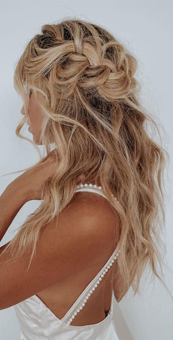 Cute braided hairstyles to rock this season : Chunky braid hair down with waves