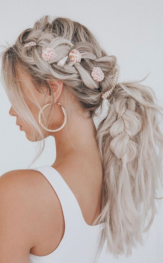 Cute braided hairstyles to rock this season : chunky braided with seashell
