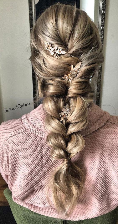 Cute braided hairstyles to rock this season : Pull through braid boho hairstyle