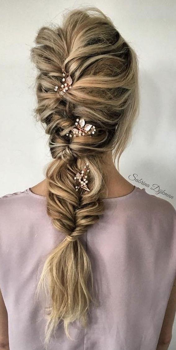 Cute braided hairstyles to rock this season : Cute fishtail braid boho hairstyle