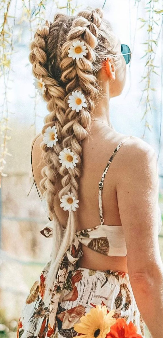 Cute braided hairstyles to rock this season : Daisy on braids