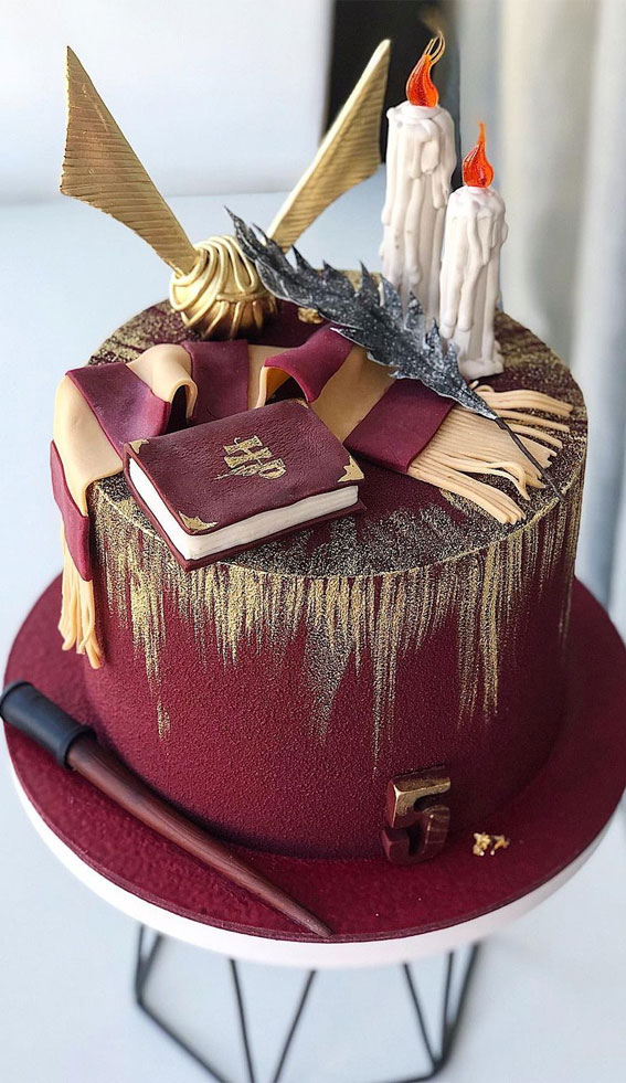 Pretty Cake Decorating Designs We've Bookmarked : Dark Red & Gold Harry Potter Cake