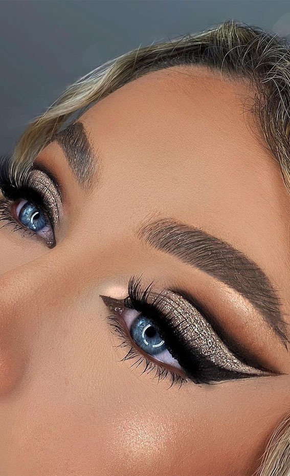 Latest Eye Makeup Trends You Should Try In 2021 : Glam glitter & Black