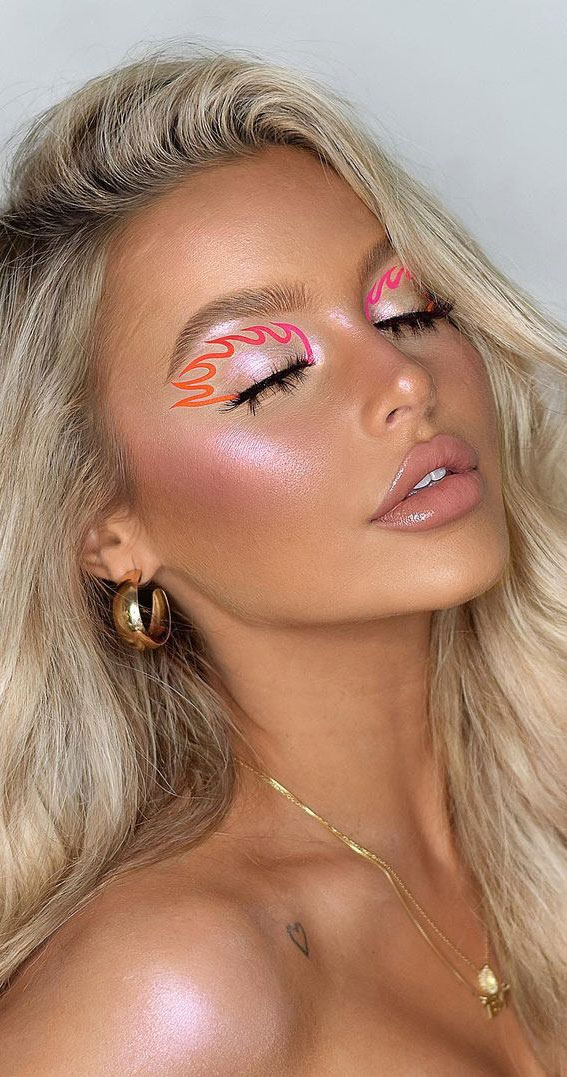 Latest Eye Makeup Trends You Should Try In 2021 : Ombre Flame Graphic Look