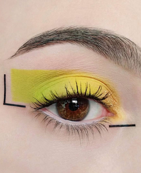 Latest Eye Makeup Trends You Should Try In 2021 : Yellow & Black Graphic Look