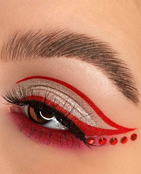 Latest Eye Makeup Trends You Should Try In 2021 : Gold & Red Graphic Line
