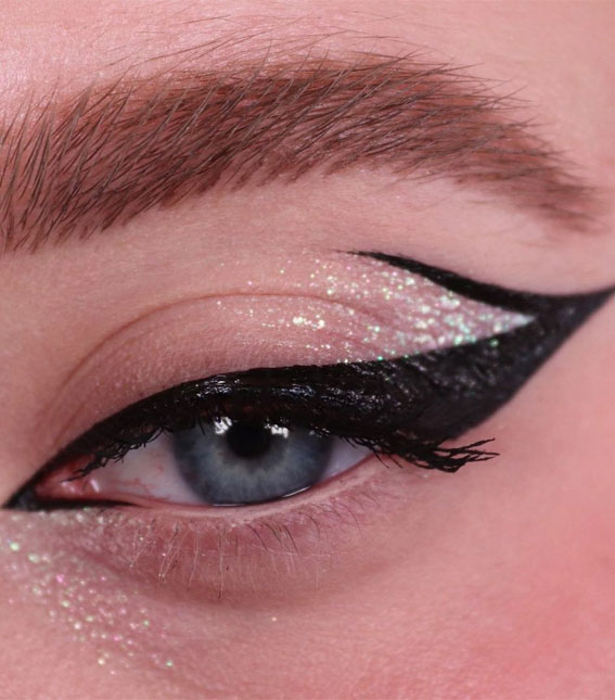 Latest Eye Makeup Trends You Should Try In 2021 : Simple Black Graphic Look