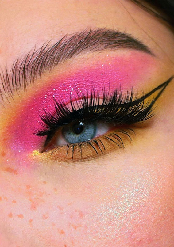 Latest Eye Makeup Trends You Should Try In 2021 : Bright pink summer look