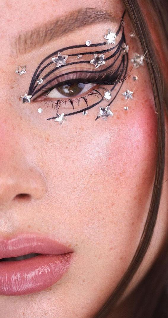 Creative Eye Makeup Art Ideas You Should Try : Milky Way Eye Makeup Art