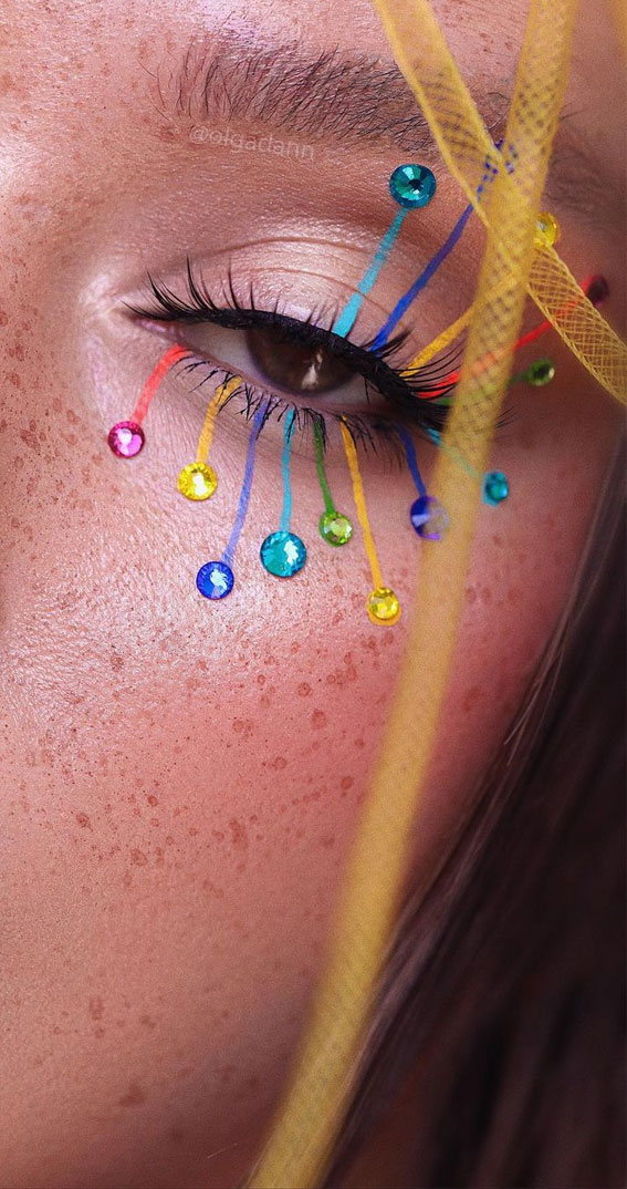 Creative Eye Makeup Art Ideas You Should Try : Rainbow spectrum
