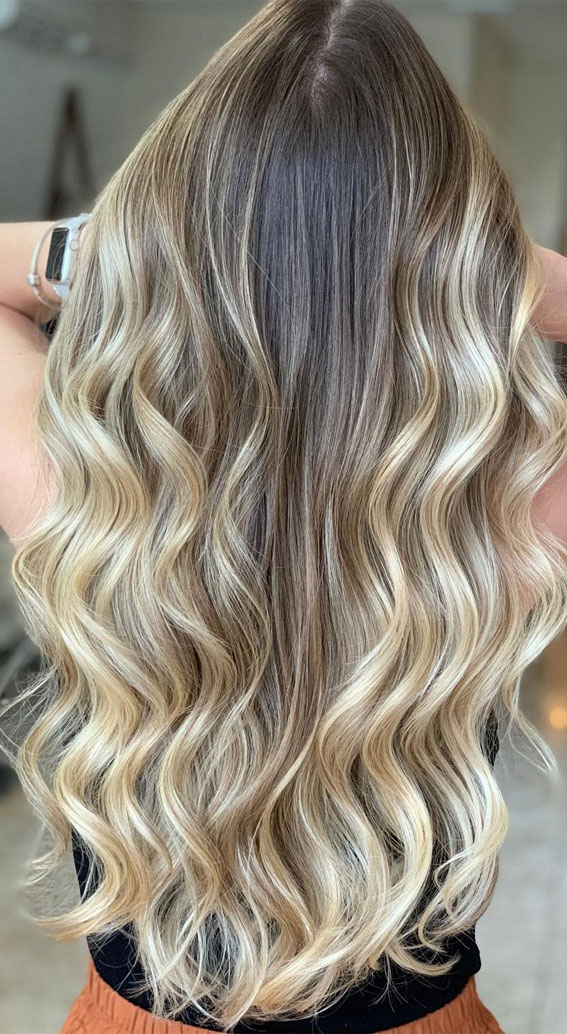 blonde highlights, summer hair color , beach blonde hair, dirty blonde hair color , hair color with highlights and lowlights, summer hair color ideas 2021, summer hair color trends 2021