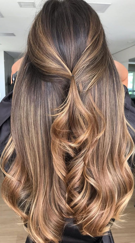 49 Gorgeous Blonde Highlights Ideas You Absolutely Have to Try : Mixed shades of blonde on dark hair