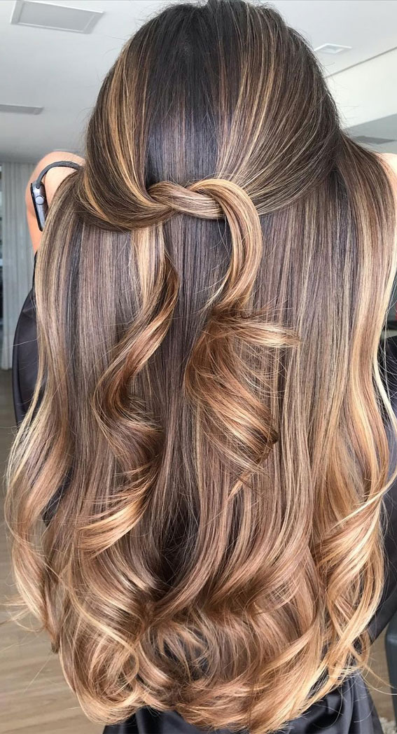 49 Gorgeous Blonde Highlights Ideas You Absolutely Have to Try : Caramel Blonde mixed Cinnamon