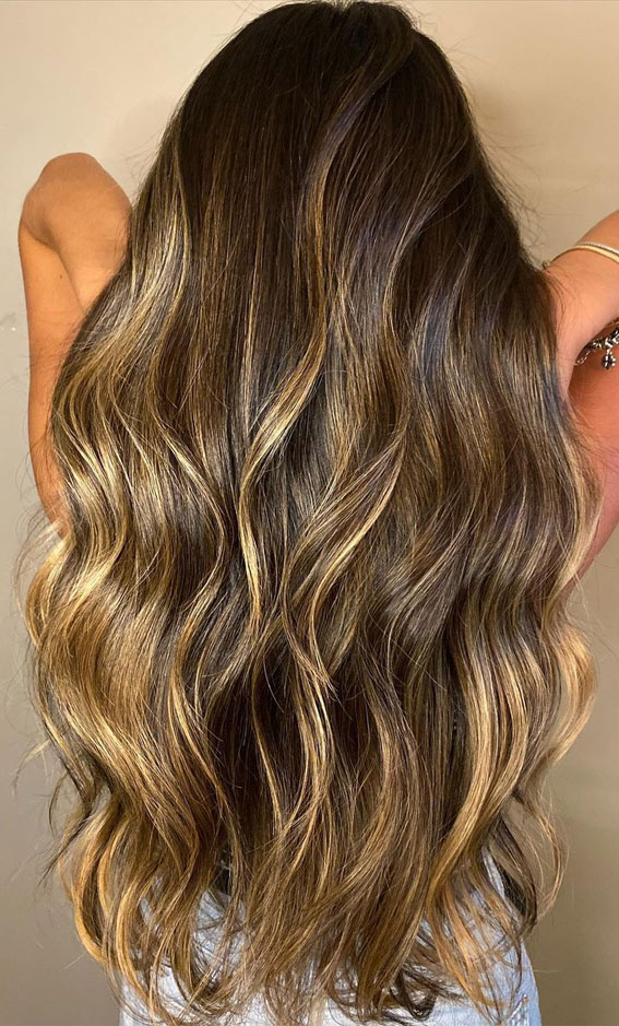 49 Gorgeous Blonde Highlights Ideas You Absolutely Have to Try : Chocolate Brown Waves with Butter Highlights