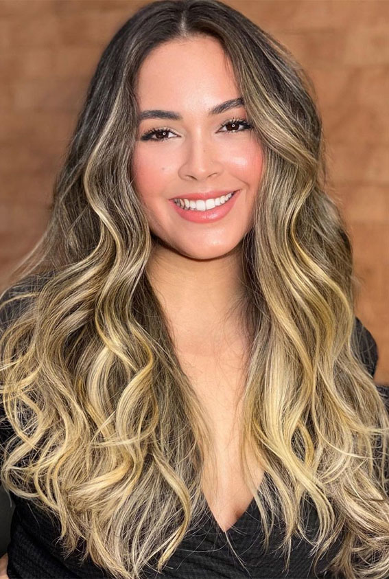 49 Gorgeous Blonde Highlights Ideas You Absolutely Have to Try : Beachy waves with blonde