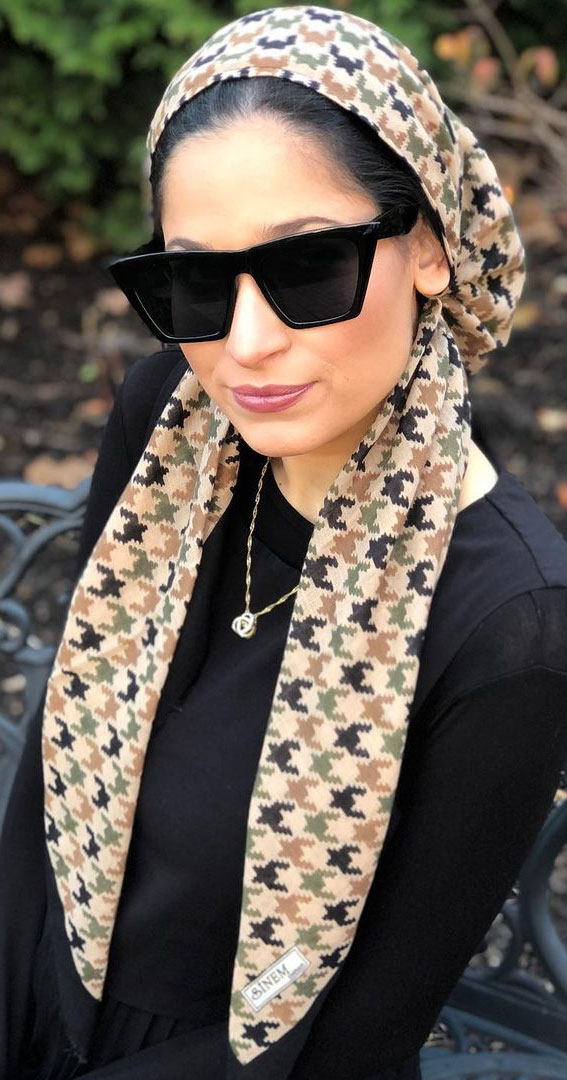 39 Trendy ways to wear a head scarf : Beautiful houndstooth headscarf!