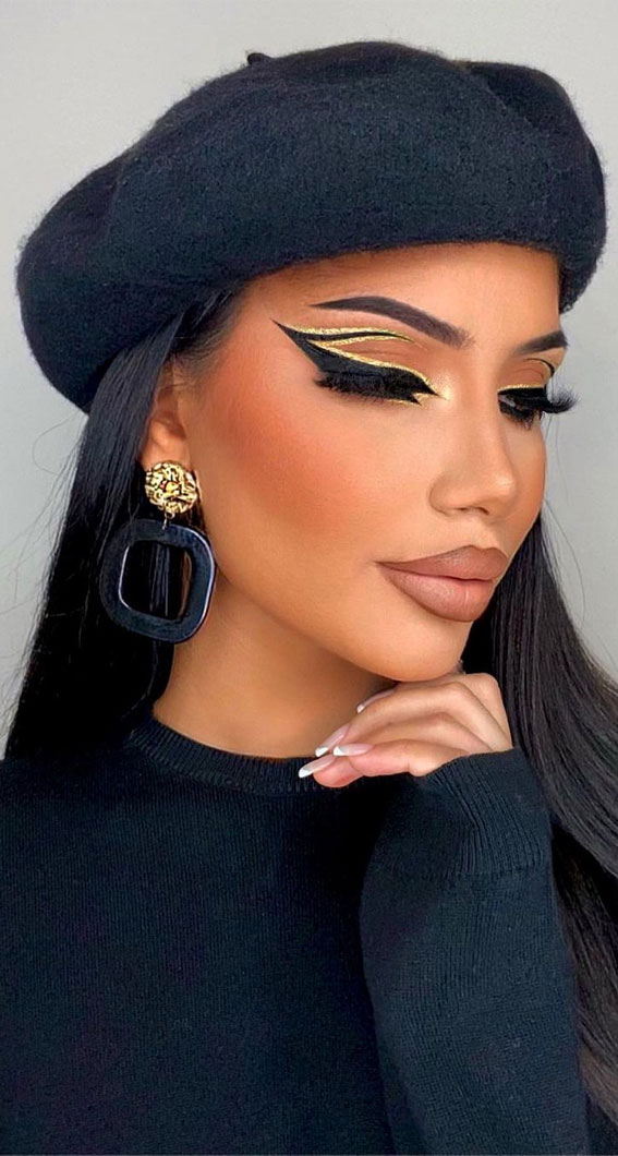 Creative Eye Makeup Art Ideas You Should Try : Graphic Liner with a Gold Touch