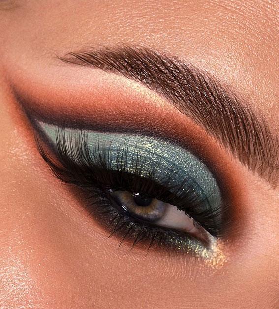 Creative Eye Makeup Art Ideas You Should Try : Grey Teal Cut Crease Look