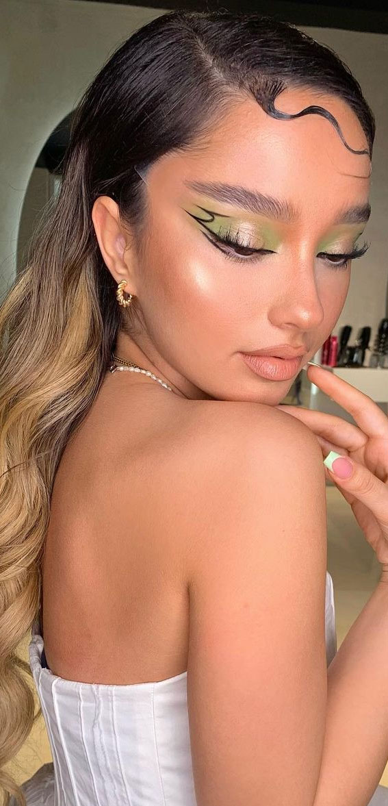 Creative Eye Makeup Art Ideas You Should Try : Green Graphic Line Fantasy