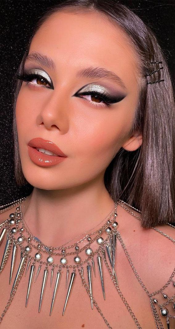 Creative Eye Makeup Art Ideas You Should Try : Cool Tone & Smokey Eye Makeup Look