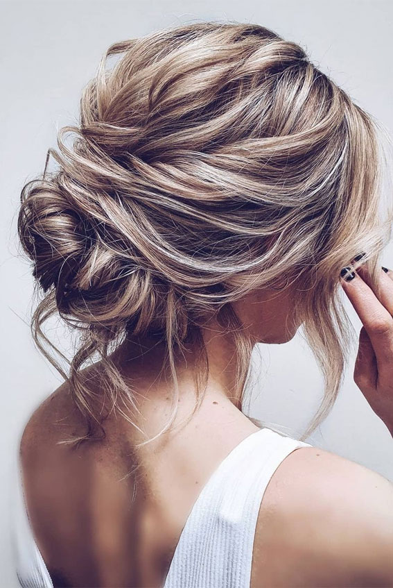 32 Classy, Pretty & Modern Messy Hair Looks : Beautiful messy textured updo