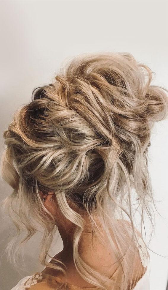 32 Classy, Pretty & Modern Messy Hair Looks : Sexy Romantic Bun