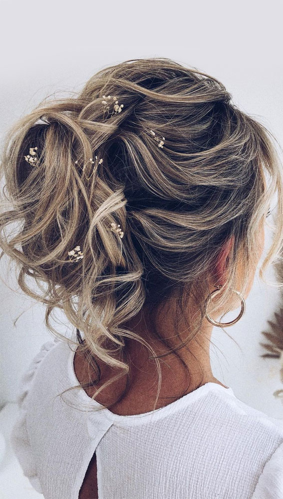 32 Classy, Pretty & Modern Messy Hair Looks : Messy Updo with Tiny Dried Flowers