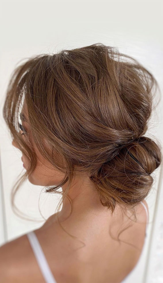 32 Classy, Pretty & Modern Messy Hair Looks : Soft, Airy & Messy Low Bun