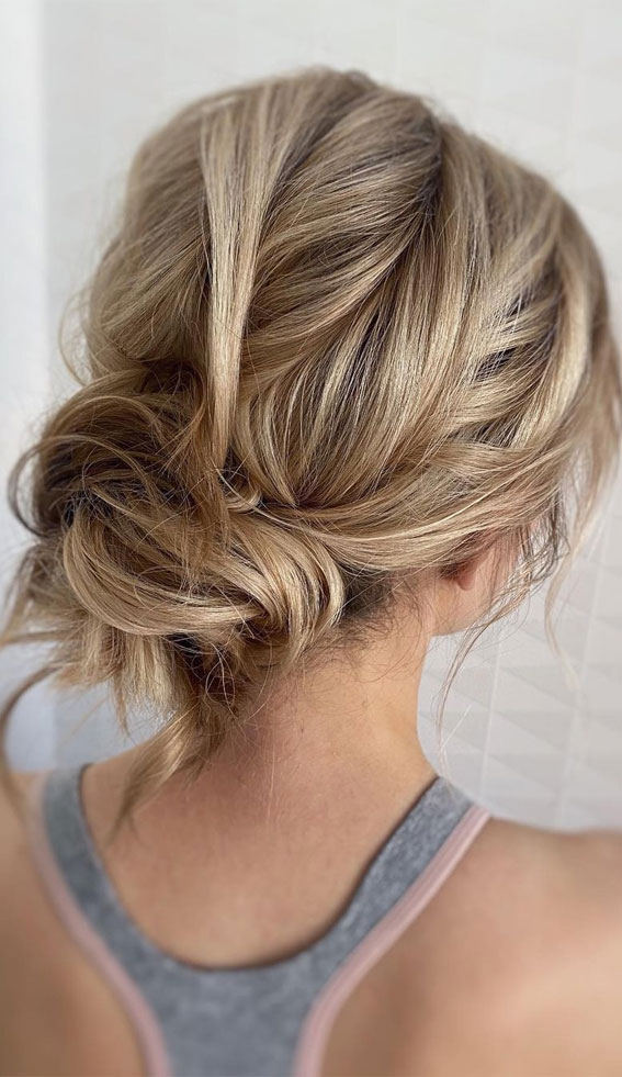 32 Classy, Pretty & Modern Messy Hair Looks : Simple & Pretty Messy Low Bun