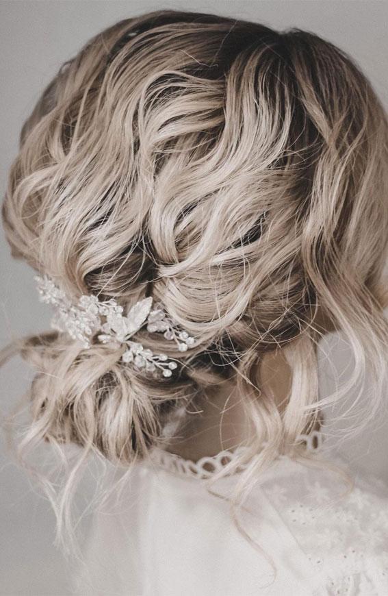 32 Classy, Pretty & Modern Messy Hair Looks : Elegant, Soft Textured Messy Updo