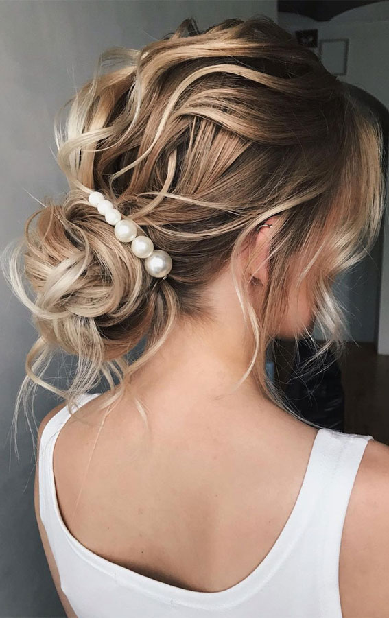 32 Classy, Pretty & Modern Messy Hair Looks : Texture, Romantic Messy Updo