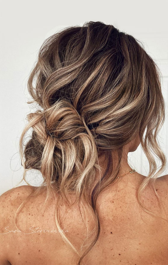 32 Classy, Pretty & Modern Messy Hair Looks : Beachy, Effortless Messy Low Bun