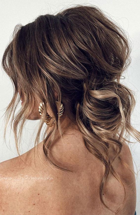 32 Classy, Pretty & Modern Messy Hair Looks : Effortless, Modern Messy Updo