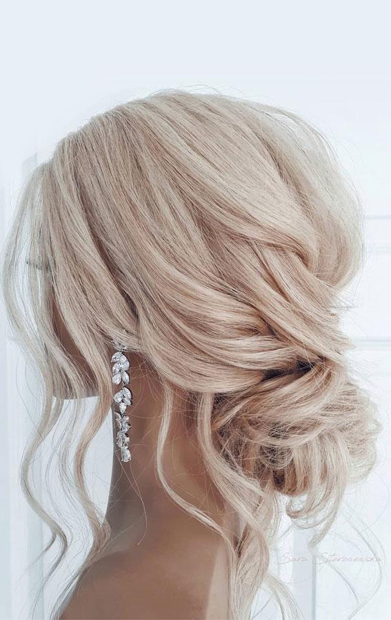 32 Classy, Pretty & Modern Messy Hair Looks : Effortless Messy Bridal Bun