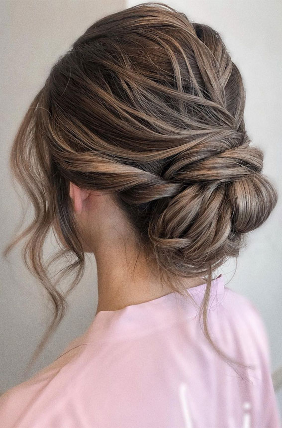 32 Classy, Pretty & Modern Messy Hair Looks : Soft loose effortless updo style