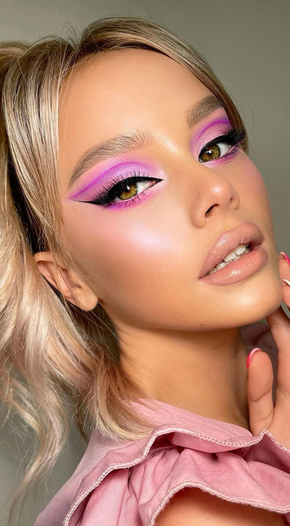 35 Cool Makeup Looks That'll Blow Your Mind : Graphic Line Lilac Pink