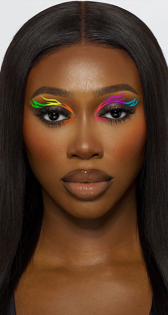 35 Cool Makeup Looks That'll Blow Your Mind : Multi-Colored Graphic Line