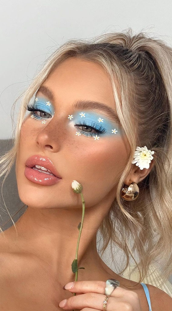 35 Cool Makeup Looks That'll Blow Your Mind : Daisy Eye Makeup