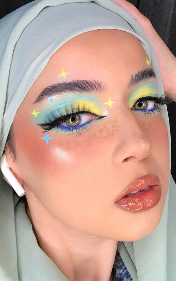 35 Cool Makeup Looks That'll Blow Your Mind : Blue and Yellow Sparkling Eye Makeup Look
