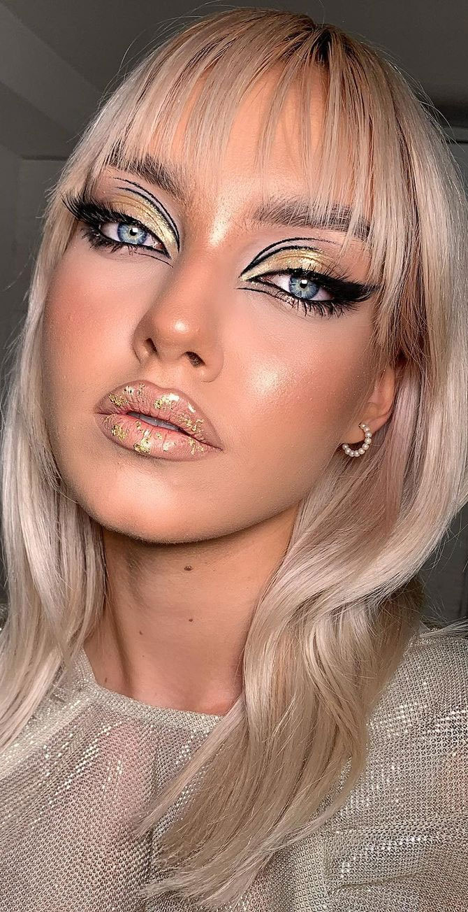 35 Cool Makeup Looks That'll Blow Your Mind : Glam Gold and Graphic liner