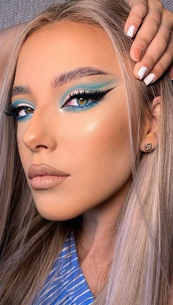 35 Cool Makeup Looks That'll Blow Your Mind : Nude Cut Crease and Teal