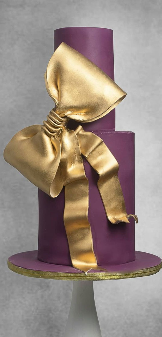 34 Creative Wedding Cakes That Are So Pretty : Purple Wedding Cake with Gold Bow